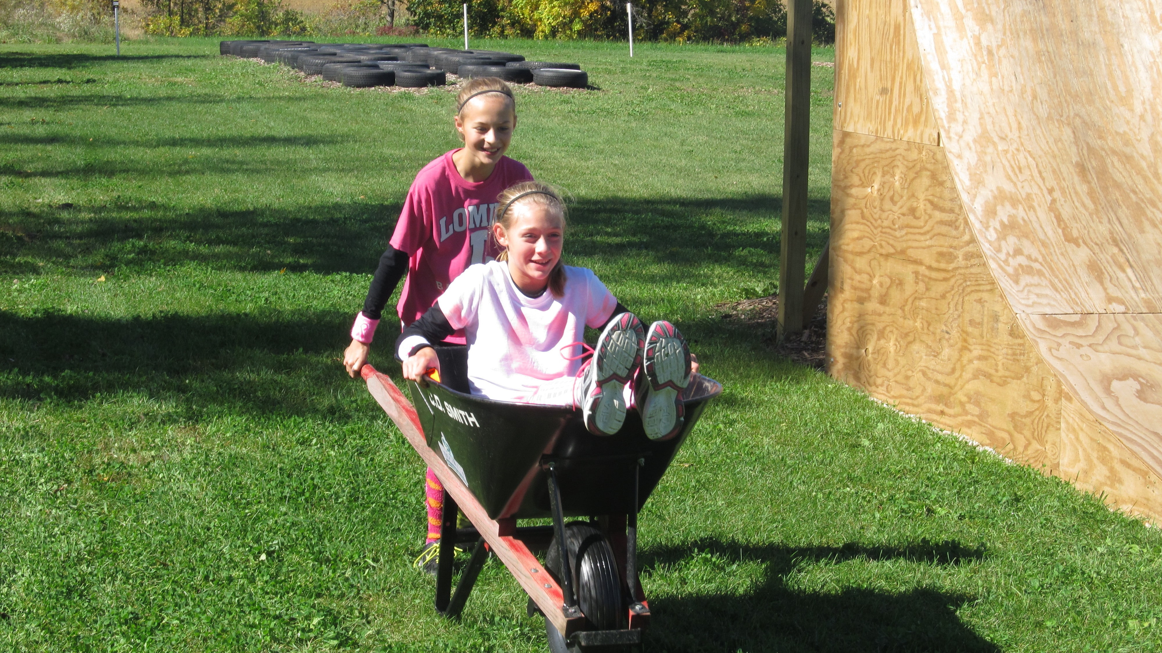 Team girls Wheelbarrow